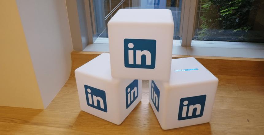 Connexion Viadeo. Compte Viadeo. Expert LinkedIn détaille comment et pourquoi Linkedin est mieux que Viadeo.